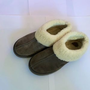 UGG   Used   Unisex style   Grey UGG Slippers